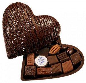 une-belle-boite-de-chocolats-un-cadeau-qui